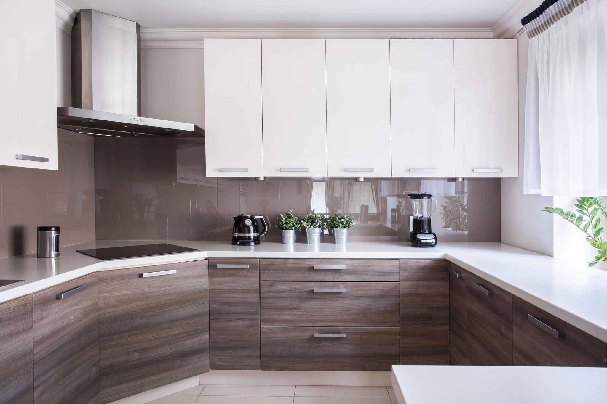 k chenr ckw nde aus glas delta glas gmbh in gr nstadt. Black Bedroom Furniture Sets. Home Design Ideas
